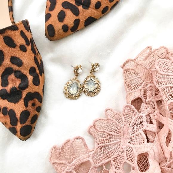 Jewelry - Vintage Inspired Sage Crystal Drop Earrings